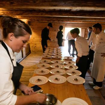Franz Wiget, vom Restaurant Adelboden in Steinen Schwyz, kocht auf der Zünenweid in Lauenen bei Gstaad anlässlich des Saveurs 2016.